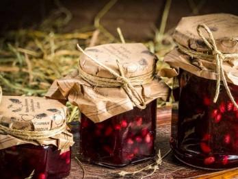 Konservi ziemai - dzērveņu un ābolu čatnijs