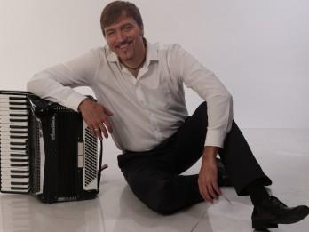 """Atis Auzāns ar jauno koncertprogrammu """"Sirds dziesmas""""  viesosies Tukumā un Ezerē"""