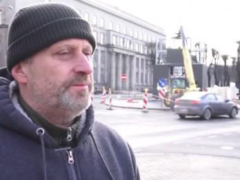 """Video: Rīgā atklās vides mākslas objektu """"Goda vārti"""" –  veltītu Latvijas valsts simtgadei"""