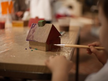 """Bērnu izglītojošās programmas nodarbības """"Pamodini tautumeitu"""" izstāžu zālē """"Rīgas mākslas telpa"""""""