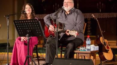 """Arī šoruden Latvijā skanēs patriotiskā koncertprogramma """"Manai tautai"""", kurā apvienojušies dziedātāji Armands Birkens, Lorija Vuda un Ieva Akuratere"""