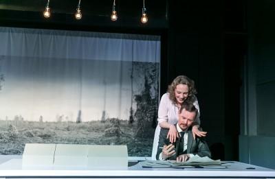 """Foto: Henrika Ibsena lugas """"Celtnieks Sūlness"""" dramatizējums Valmieras teātrī"""