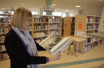 Teātra dienā Valmieras teātris dāvina grāmatas Vidzemes bibliotēkām