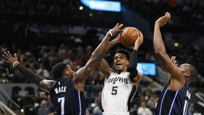 """""""Spurs"""" neveiksmju sēriju pārtrauc ar Orlando sagraušanu, Bertāns punktus negūst"""