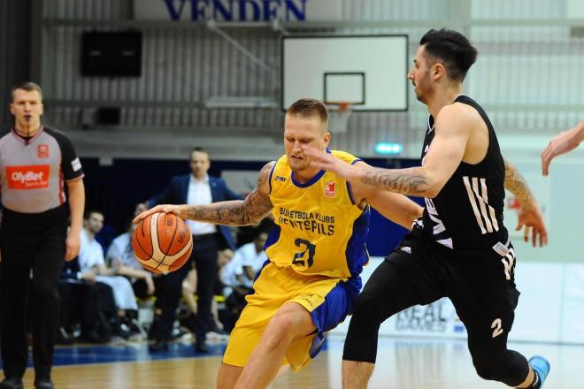 """Latvijas grandu cīņā """"Ventspils"""" pret VEF par pirmo vietu regulārajā turnīrā"""