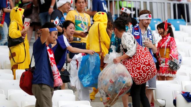Pasaules kausā Japānas pārstāvji izcēlās ar atkritumu savākšanu