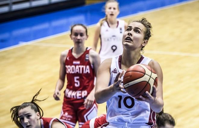 Gulbei grandiozs sniegums, Latvija smagā cīņā uzvar lepno Horvātiju