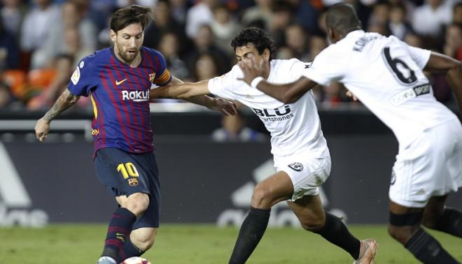 """""""Barcelona"""" nespēj uzvarēt ceturto spēli pēc kārtas, jaunā līdere - """"Sevilla"""""""