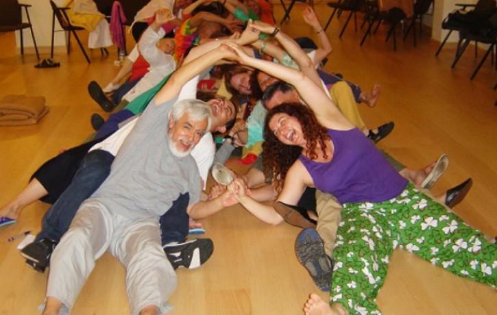 Smieklu revolūcija Latvijā! Stilīgākais 21. gadsmita antidepresants - smieklu joga!