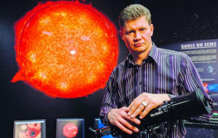 Astrologs: <i>melnā piektdiena</i> būs pirmā diena, kad pa īstam varētu uzelpot