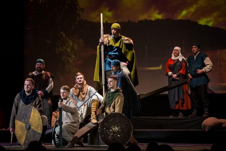 """Liepājas Tautas teātris un režisore Ināra Kalnarāja sestdien aicina uz  pirmizrādi """"Kuršu vikingi"""""""
