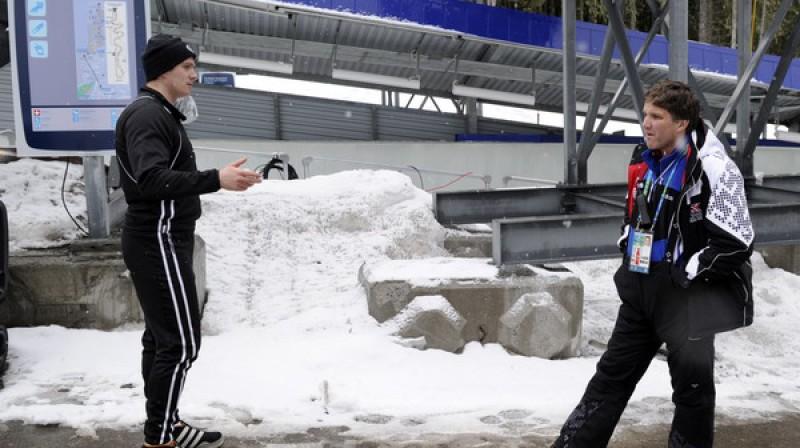 Edgars Maskalāns sarunā ar Sandi Prūsi Foto: Romāns Kokšarovs, Sporta Avīze