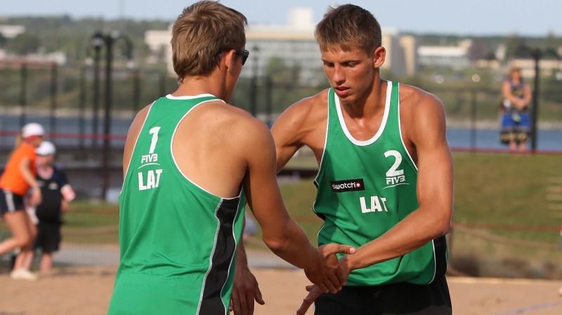 Haralds Regža un Armands Āboliņš. Foto: fivb.org