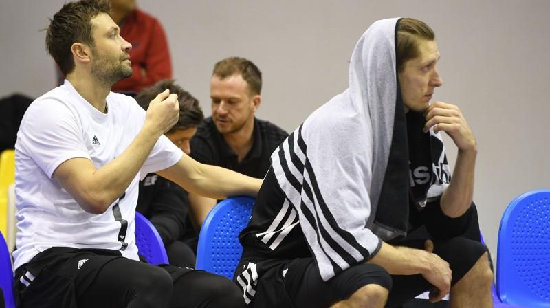 Kristaps Janičenoks un Kaspars Bērziņš - pa abiem kopā 13 sezonu pieraksts ULEB Eiropas kausa klubos  Foto: Romāns Kokšarovs, Sporta Avīze, f64