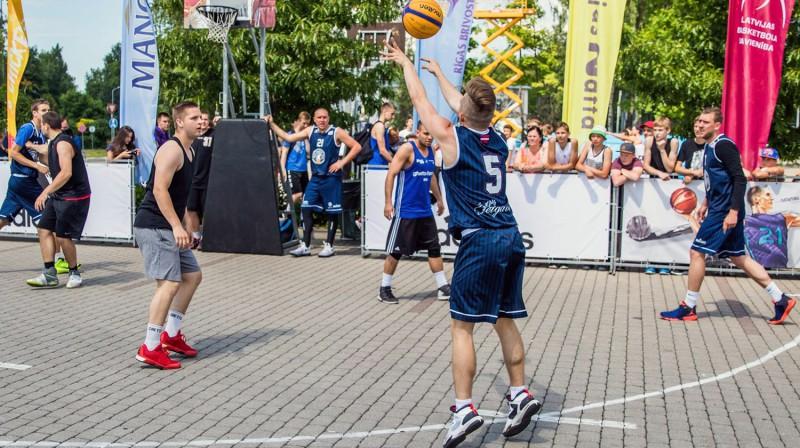 """2017. gada Jelgavas """"Ghetto Basket"""" atklāšanas spēle ar BK """"Jelgava"""" basketbolistu līdzdalību Publicitātes foto"""