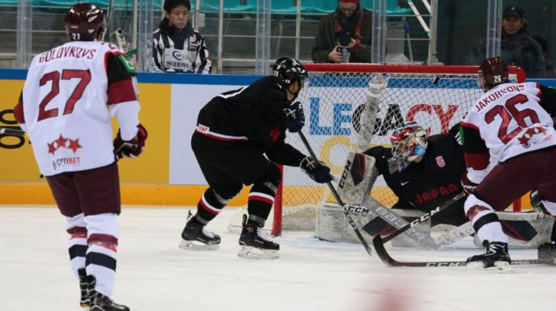Latvijas hokeja izlase uzbrukumā mačā pret Japānu. Foto: https://twitter.com/lhf_lv
