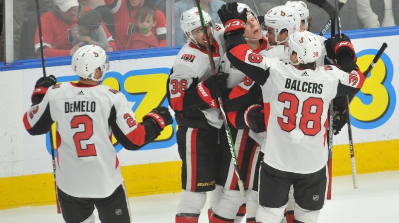 """Rūdolfs Balcers un Otavas """"Senators"""" svin vārtu guvumu. Foto: Walter Tychnowicz/USA Today Sports/Scanpix"""