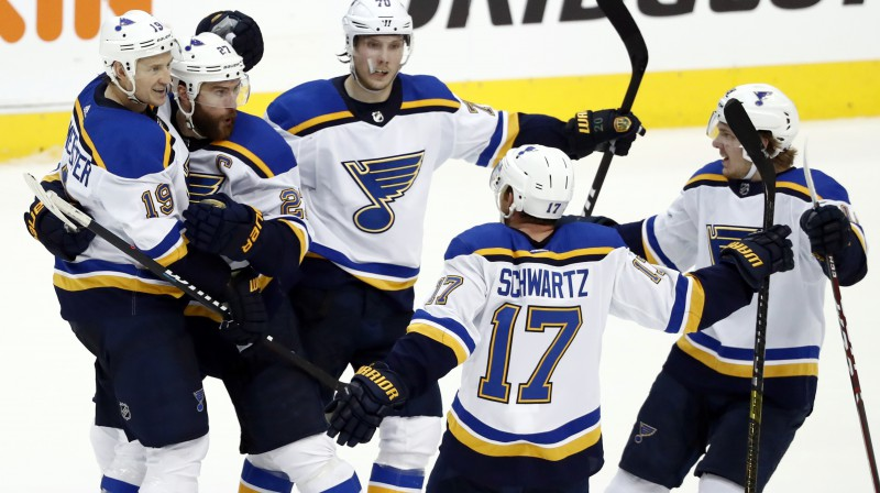 """Sentluisas """"Blues"""" hokejisti svin vārtu guvumu. Foto: AP/Scanpix"""