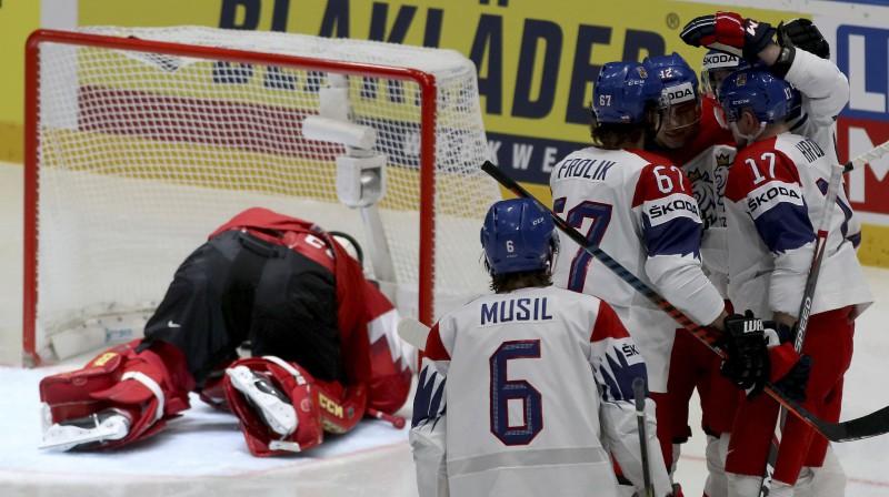 Čehijas hokeja izlase pēc kārtējo vārtu iemešanas Austrijai. Foto: AP/Scanpix