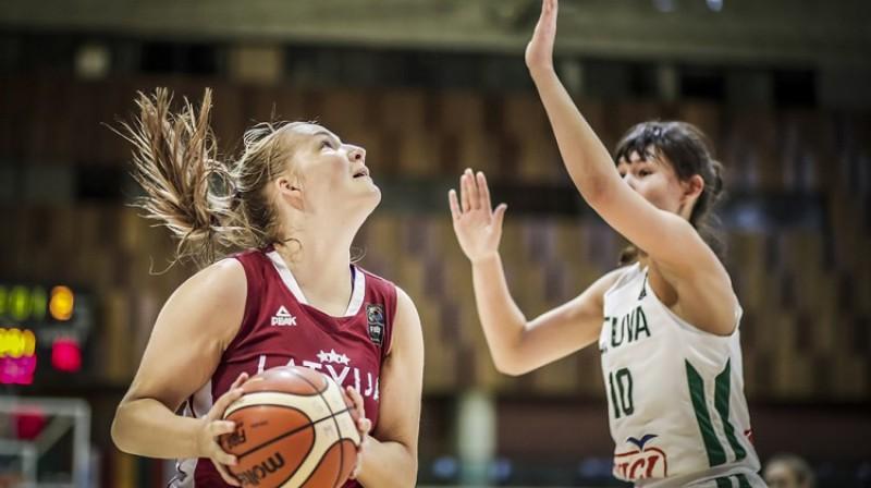 Laura Meldere: 30 punkti un 13 atlēkušās bumbas uzvarā pār Lietuvu. Foto: FIBA