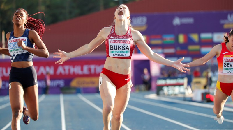 Sindija Bukša priecājas par triumfu Eiropas U23 čempionātā. Foto: Reuters/Scanpix