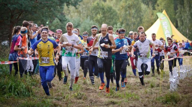 Vīru stafetes starts. Foto: Latvijas Orientēšanās federācija