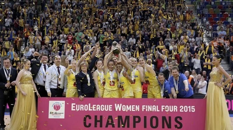 """Natālija Hejkova un """"USK Praha"""" 2015. gadā triumfēja FIBA Eirolīgā. Foto: FIBA"""