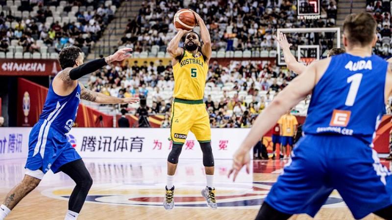Petijs Milzs: seši tālmetieni un 24 punkti vēsturiskā uzvarā pār Čehiju. Foto: FIBA