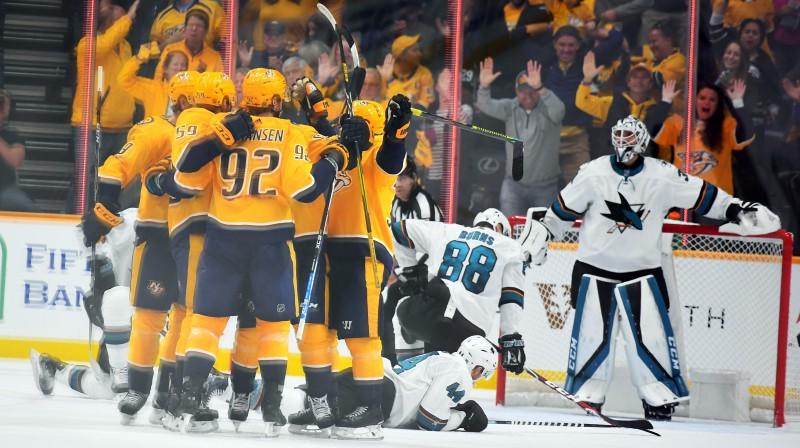 """Nešvilas """"Predators"""" hokejisti priecājas par vārtu guvumu spēlē pret Sanhosē """"Sharks"""". Foto: USA TODAY Sports/Scanpix"""