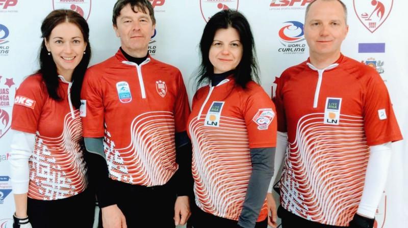 No kreisās puses: Dace Spilnere-Pūciņa, Didzis Pētersons, Jeļena Rudzīte, Jānis Rudzītis Latvijas jauktā kērlinga izlase