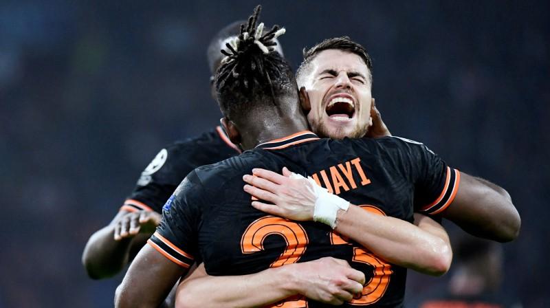 """""""Chelsea"""" futbolisti priecājas par vārtu guvumu spēlē pret """"Ajax"""". Foto: Reuters/Scanpix"""