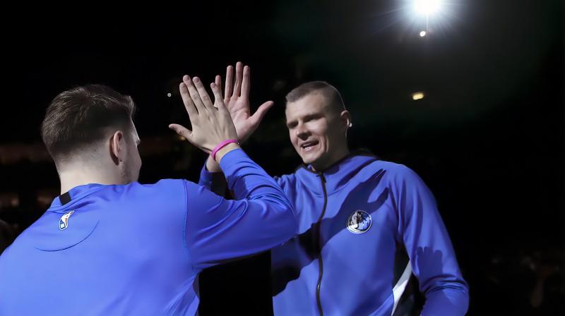 Kristaps Porziņģis un Luka Dončičs pirms spēles. Foto: USA Today Sports/Scanpix