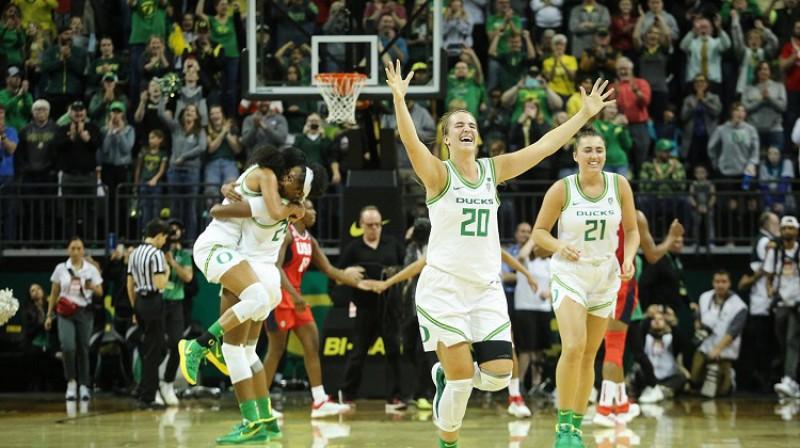 """Sabrina Jonesku un """"Ducks"""": pirmā studentu komandas uzvara pār ASV izlasi kopš 1999. gada. Foto: Oregon"""