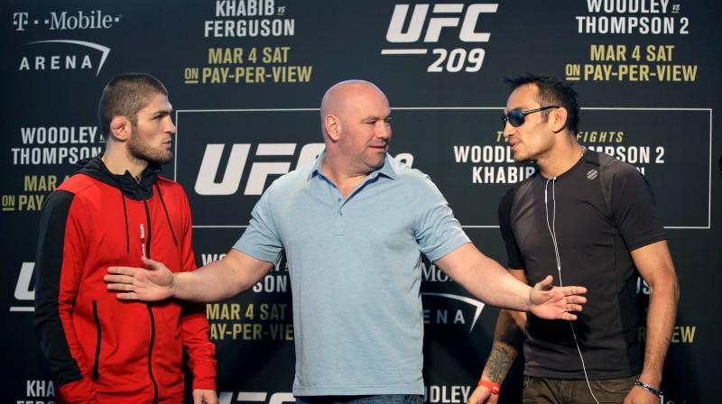 Habibs Nurmagomedovs, UFC prezidents Deina Vaits un Tonijs Fergusons. Foto: AP/Scanpix