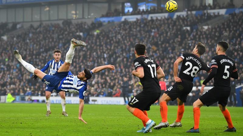 """Alīreza Džahānbahšs gūst vārtus spēlē pret """"Chelsea"""". Foto: Reuters/Scanpix"""