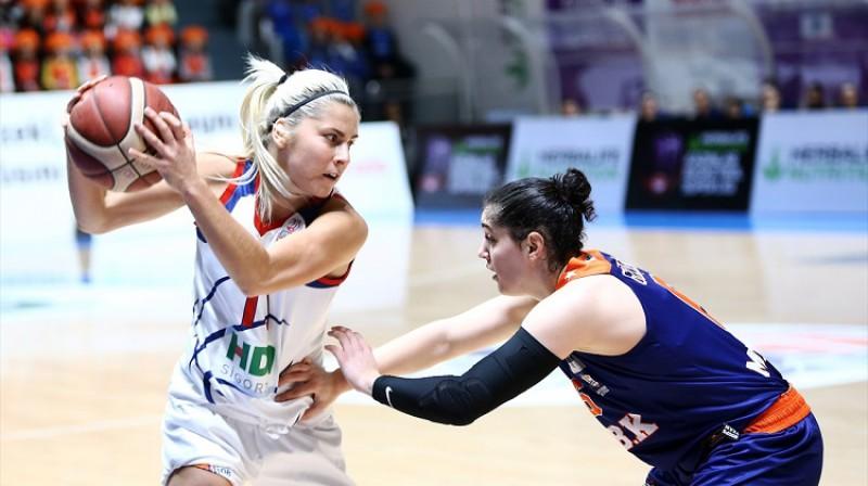 Elīna Dikeulaku: vismaz 17 punkti sešās spēlēs pēc kārtas. Foto: Adana
