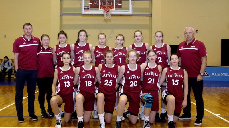 Latvijas U16 meiteņu izlase 2020. gada 3. janvārī. Foto: Siim Semiskar, basket.ee