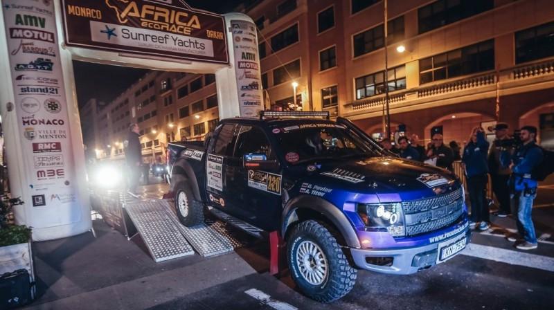 """""""RE Autoklubs"""" komandas sacīkšu auto uz starta estakādes. Foto: Alessio Corradini"""