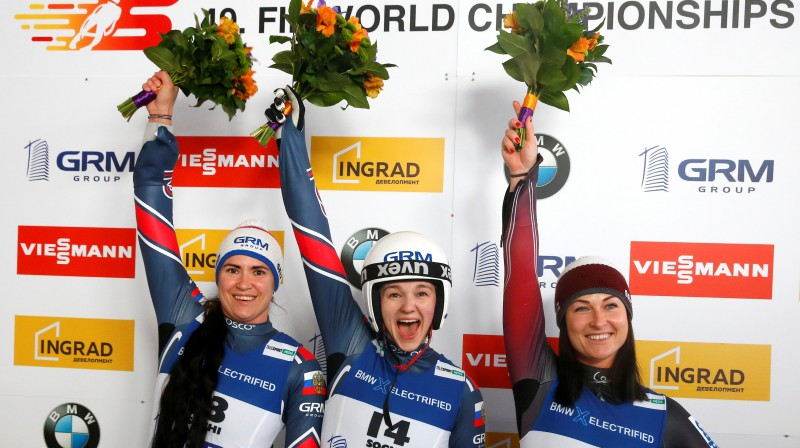 Elīza Cauce (pa labi) pēc bronzas izcīnīšanas pasaules čempionāta sprintā. Foto: Reuters/Scanpix