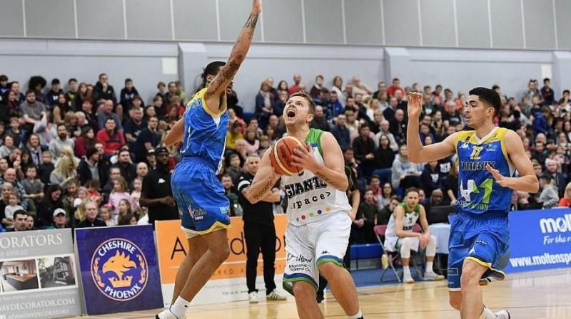 Ingus Bankevics (centrā) noslēdz uzbrukumu. Foto: manchestergiants.com