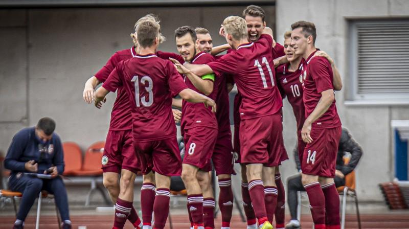 Latvijas U21 izlase priecājas par vārtu guvumu. Foto: LFF
