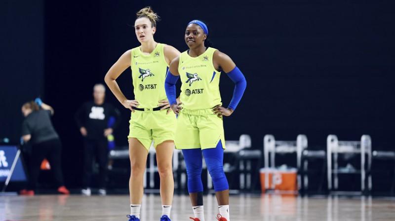 Marina Meibrija un Arike Ogunbovale: divatā 50 punkti WNBA regulārās sezonas pēdējā spēlē. Foto: Dallas Wings