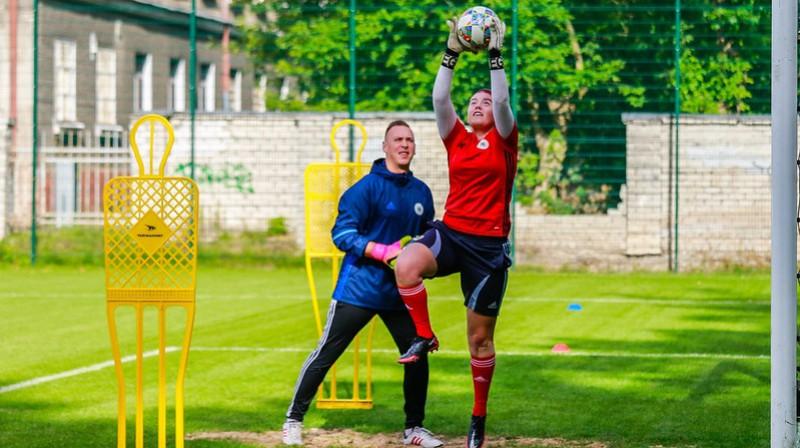Latvijas sieviešu futbola izlases treniņš pirms spēles ar Islandi. Foto: LFF