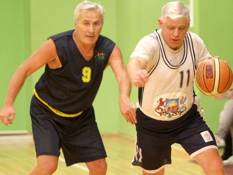 Maksibasketbola čempionātā tuvojas izšķirošās cīņas