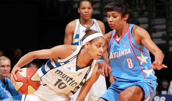 """WNBA """"play-off"""" sacentīsies divas """"TTT Rīga"""" spēlētājas"""