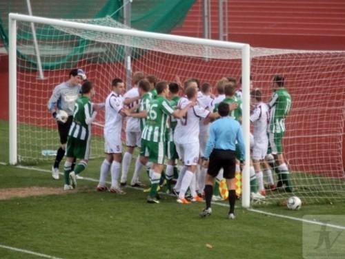 Uzreiz deviņi futbolisti izlaidīs Virslīgas spēli, brīdina arī Jelgavas fotogrāfu