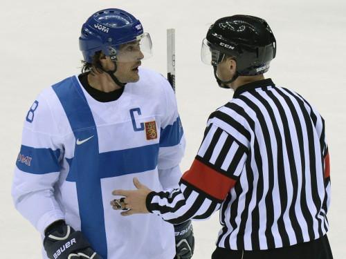 Olimpiskais hokeja turnīrs – divas intrigas, divas vietas finālā