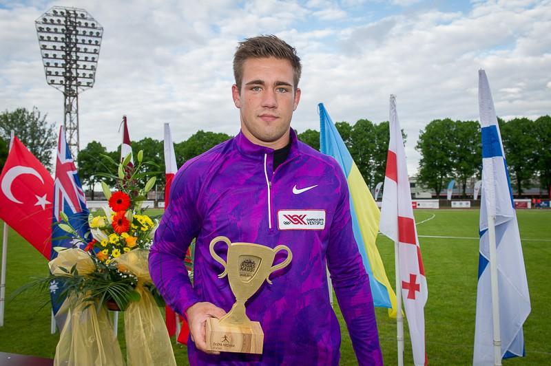 Štrobinders labo rekordu un izpilda Olimpisko spēļu normatīvu