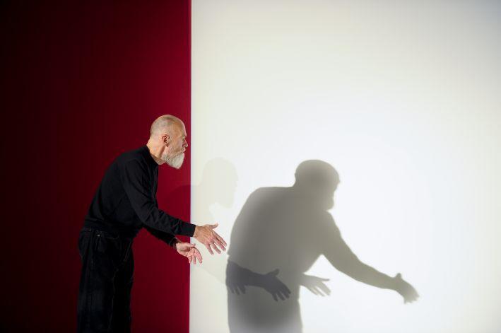 """Pieminot Ilmāru Blumbergu (1943–2016), Arsenālā skatāma izstāde """"Visu laiku snieg"""""""