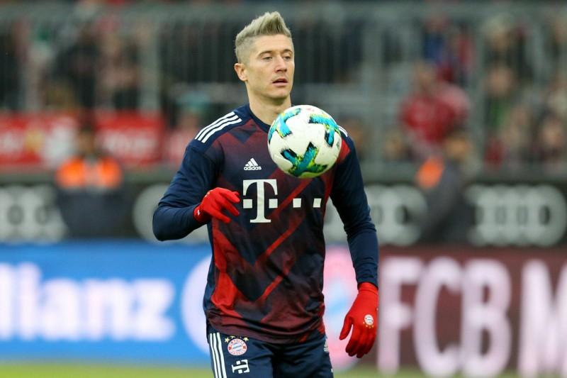 """Levandovskim """"hat-trick"""" pat ar netrāpītu pendeli, """"Bayern"""" grauj ar 6:0"""